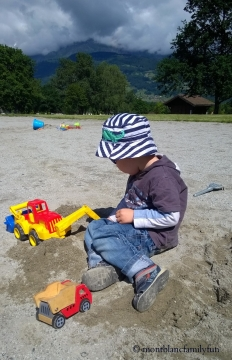 Digging fun at Lac de Passy © montblancfamilyfun