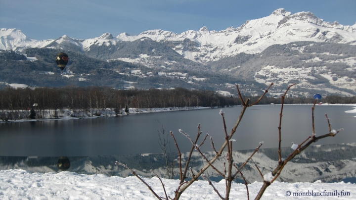 Montgolfière at Lac de Passy in winter