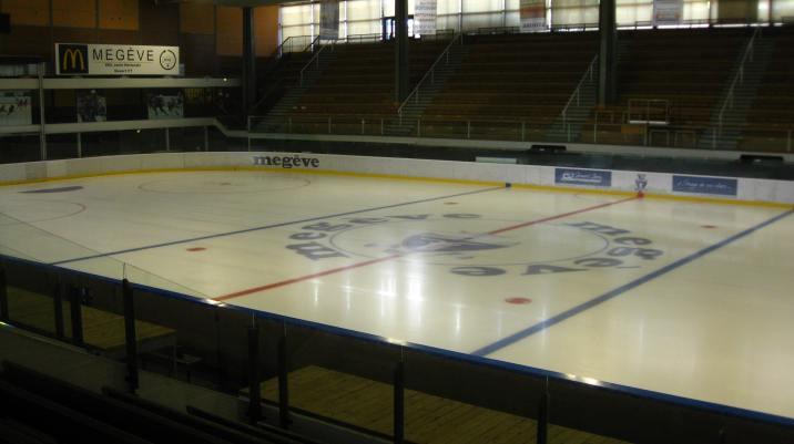 Megève patinoire at Le Palais © montblancfamilyfun.com