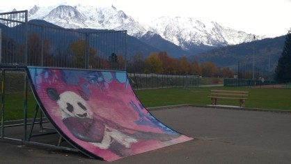 Sallanches skatepark - the bowl! © montblancfamilyfun.com