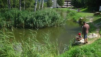 Fishing at Lac des Chavants © montblancfamilyfun.com