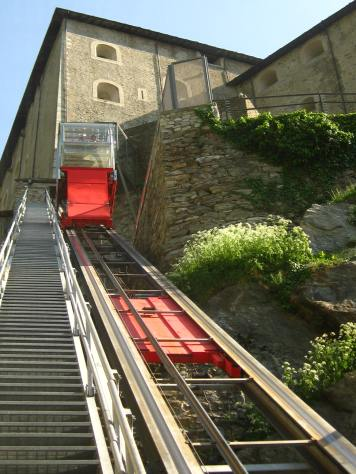Fun on the funicular at the Forte di Bard © montblancfamilyfun.com