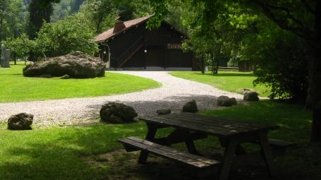 Parc Thermal - picnic tables © montblancfamilyfun.com