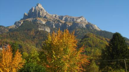 Autumn hues at Lac de Passy© montblancfamilyfun.com