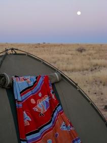 Evening moon in Damaraland (Namibia) © montblancfamilyfun.com