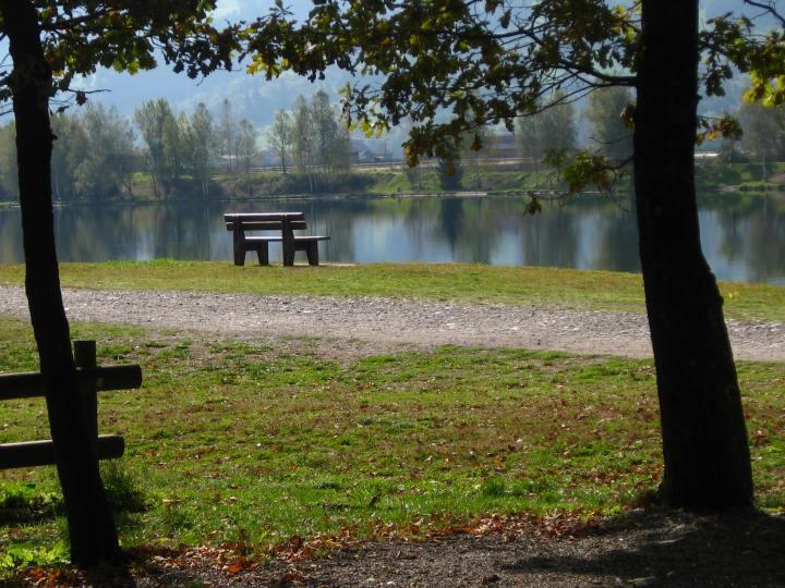 Lac de Passy in autumn © montblancfamilyfun.com