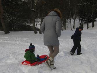 Lac des Ilettes winter walk (Big Brother pulling!) © montblancfamilyfun.com