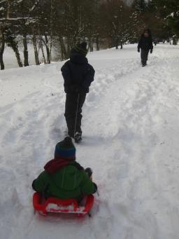 Lac des Ilettes winter walk (Big Brother pulling!) © montblancfamilyfun.com