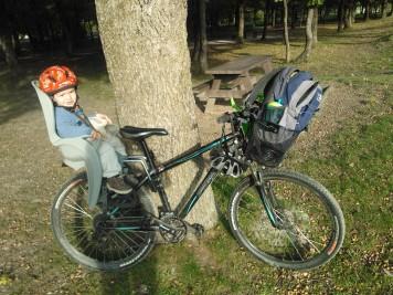 Lac de Passy - biking with passenger © montblancfamilyfun.com