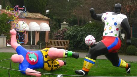 Musée Olympique Lausanne - sculptures of Niki de St-Phalle © montblancfamilyfun.com