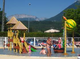 Fun in the pool at Camping Europa © montblancfamilyfun.com