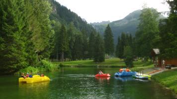 Pedalo lake Parc de Loisirs du Pontet © montblancfamilyfun.com