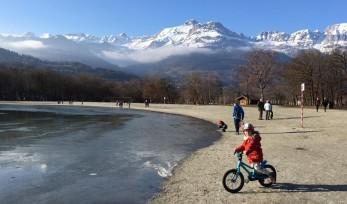 Biking at Lac de Passy © montblancfamilyfun.com