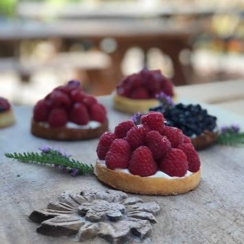 Homemade tartelettes at Chapeau Lavancher © Chapeau Lavancher