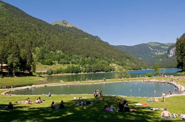 Swimming lake Montriand © Vallée d'Aulps Tourisme
