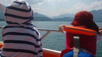 Speed boat fun on Lac d'Annecy © montblancfamilyfun.com