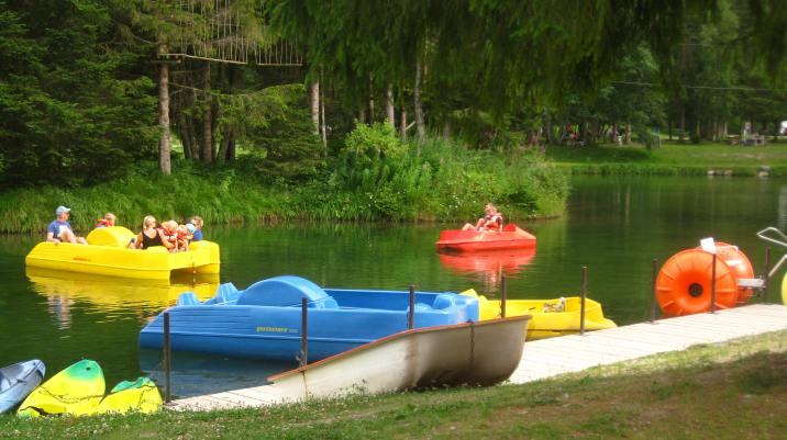 Boating lake Parc de Loisirs du Pontet © montblancfamilyfun.com