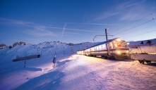 A snowy train ride up to Santa's Grotto! © «Montreux-Noël»