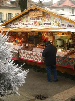Sallanches Christmas market, next to patinoire © montblancfamilyfun.com