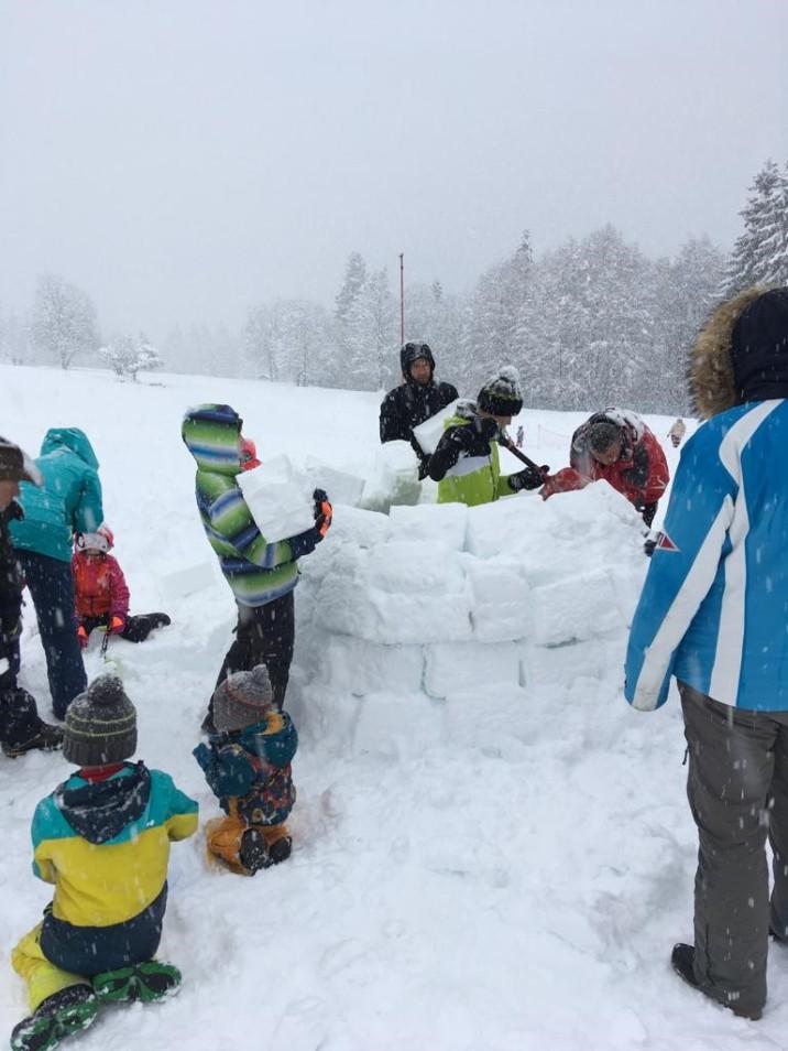Plaine-Joux igloo making © montblancfamilyfun.com
