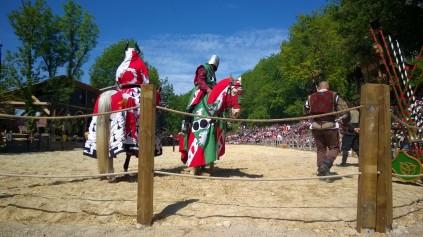 Les Grandes Médiévales d'Andilly - jousting event© montblancfamilyfun.com