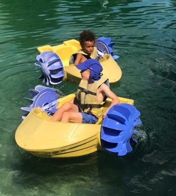 Lac de l'Étape - boating fun! © montblancfamilyfun.com