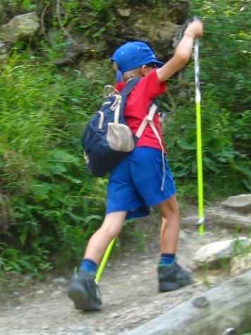Onwards to Chalet du Glacier des Bossons © montblancfamilyfun.com