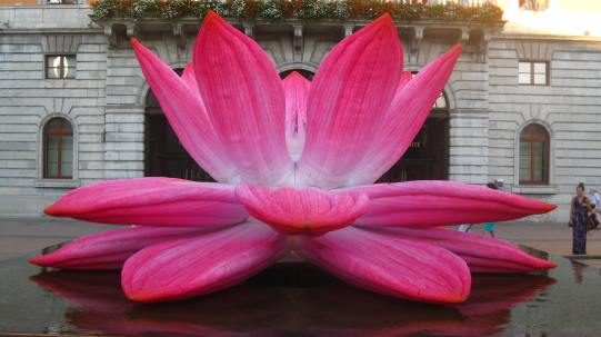 "Annecy Paysages » / "" Breathing Lotus Flower "" by Choi Jeong Hwa © montblancfamilyfun.com"