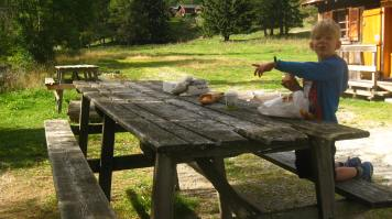 Vallorcine - breakfast by the river! © montblancfamilyfun.com