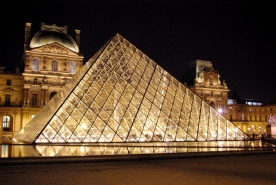 Louvre by night © French Moments