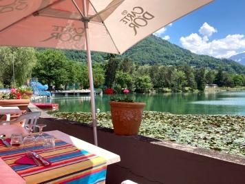 Mont-Blanc Plage's Lacs de la Cavettaz lily pads © montblancfamilyfun.com