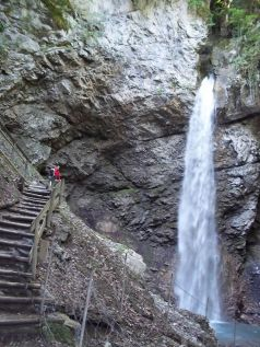 © Grotte et Cascade de Seythenex