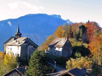 Église et Presbytère de Châtillon-sur-Cluses © Morillon Tourisme