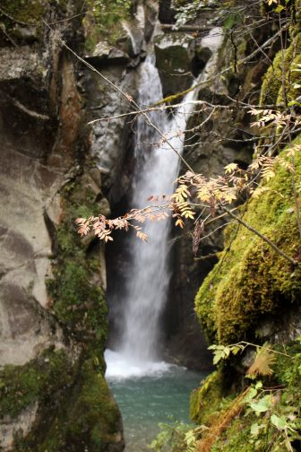 La Cascade de la Combe Noire,Réserve Naturelle des Contamines-Montjoie - autumn colours © montblancfamilyfun.com