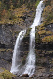 Cascade du Rouget in autumn © mont-blancfamilyfun.com