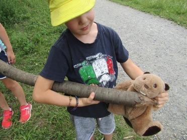 Learning about beavers with Centre de la Nature Montagnarde © montblancfamilyfun.com